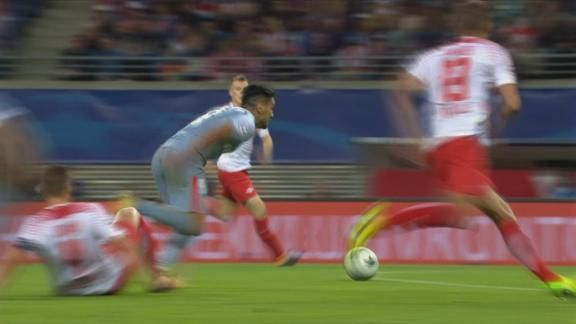 Falcao tiró un caño y dejó en el piso al rival - ESPN Video
