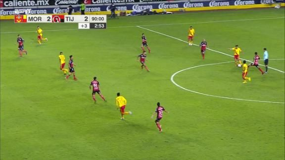 Le anulan el gol de la victoria a monarcas espn video for Fuera de lugar futbol