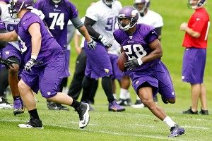 Adrian Peterson practices at OTAs