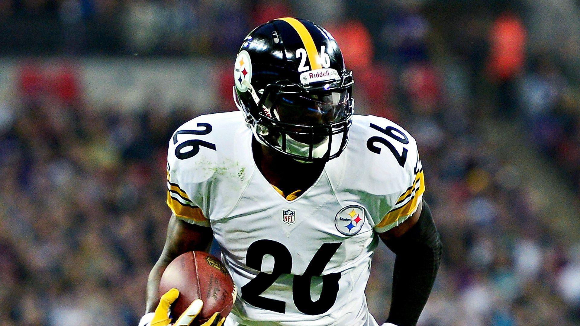Pittsburgh Steelers running back Le'Veon Bell implies on Twitter he will return September 1