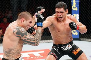 Vitor Belfort beats Henderson early