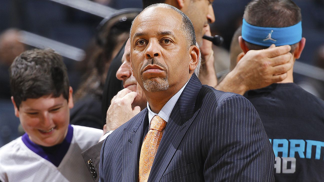 Cleveland Cavaliers fan fakes handshake dabs on Dell Curry