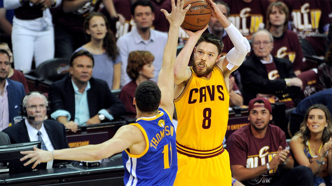 Matthew Dellavedova hospitalized for cramping; Iman Shumpert has bruised shoulder
