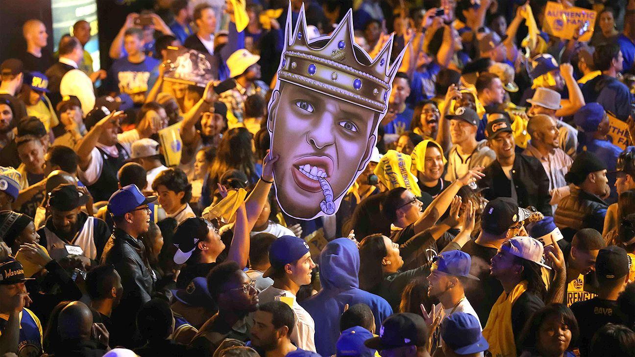 Warriors fans celebrate in streets after Golden State clinches title