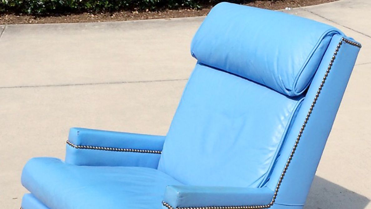 Dean smith chair from north carolina tar heels office sells for Chair network golf
