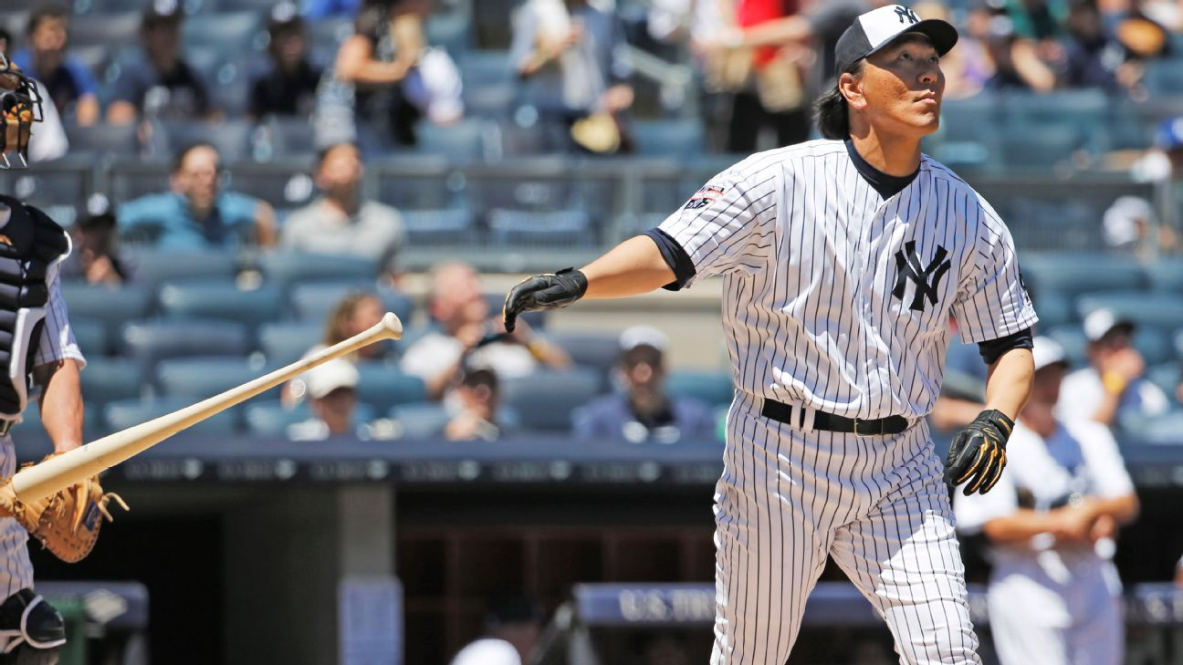 Hideki matsui hits long home run at old timers 39 day for Classic house hits