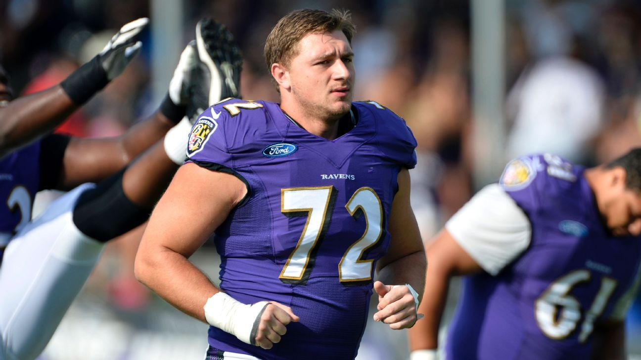 Lewis back with Ravens day after neck injury