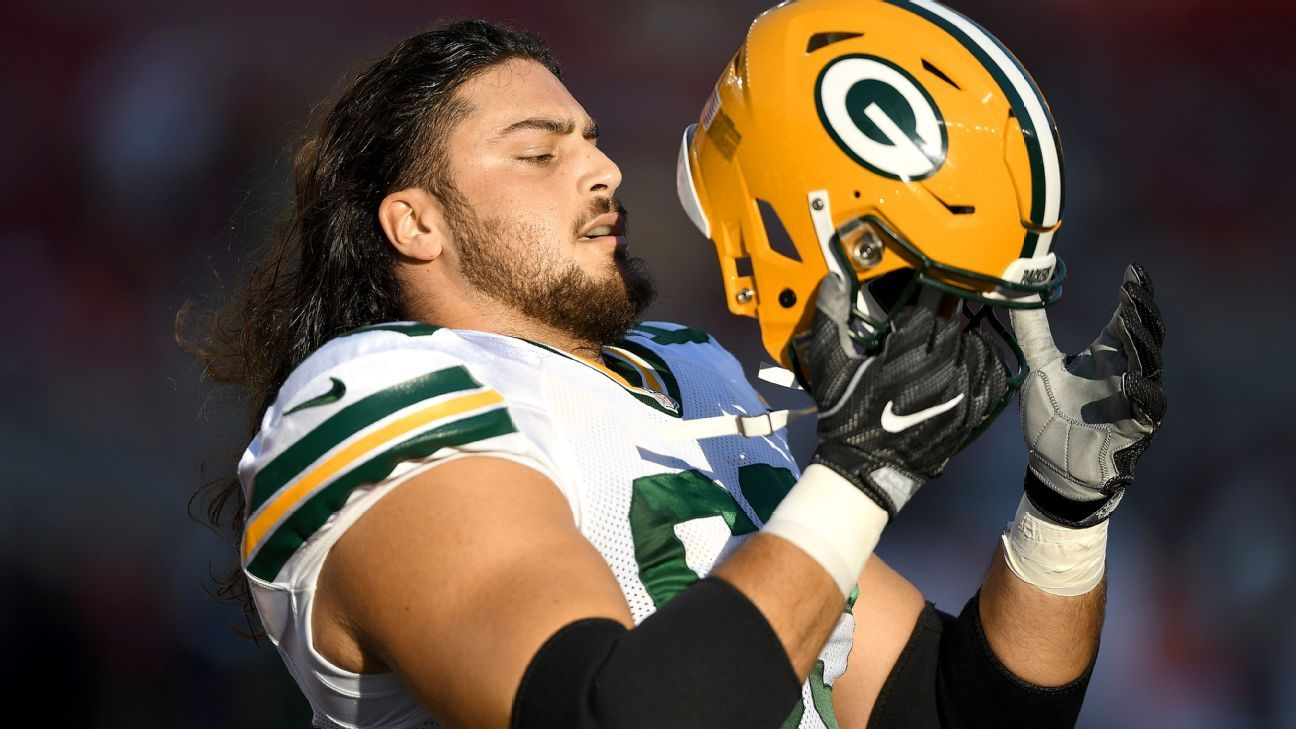 David Bakhtiari poses as Zlatan Ibrahimovic