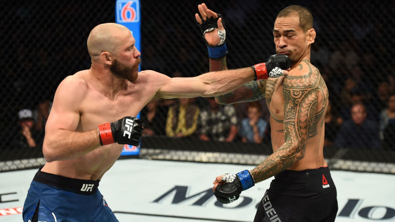 Donald 'Cowboy' Cerrone knocks out Yancy Medeiros, ties UFC record for most wins
