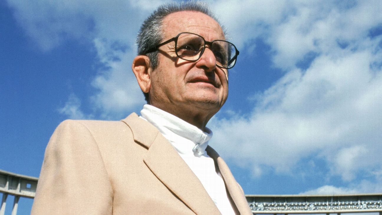 Alex Spanos, who bought the Chargers in 1984, died on Tuesday, the team announced. Spanos turned over management of the team, which was then in San Diego, to his son Dean in 1994.