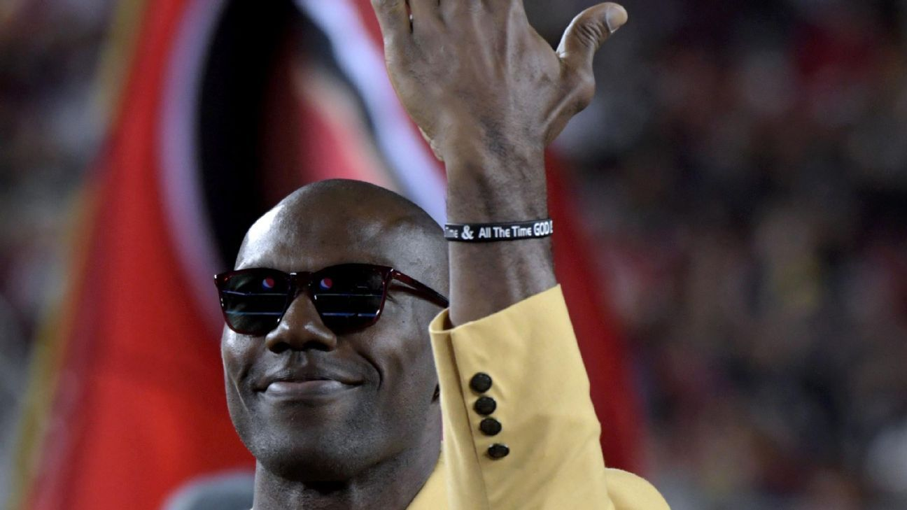 Terrell Owens was presented his Hall of Fame ring during halftime of Thursday night's 49ers-Raiders game and stood by his decision to skip the induction ceremony in Canton earlier this year.