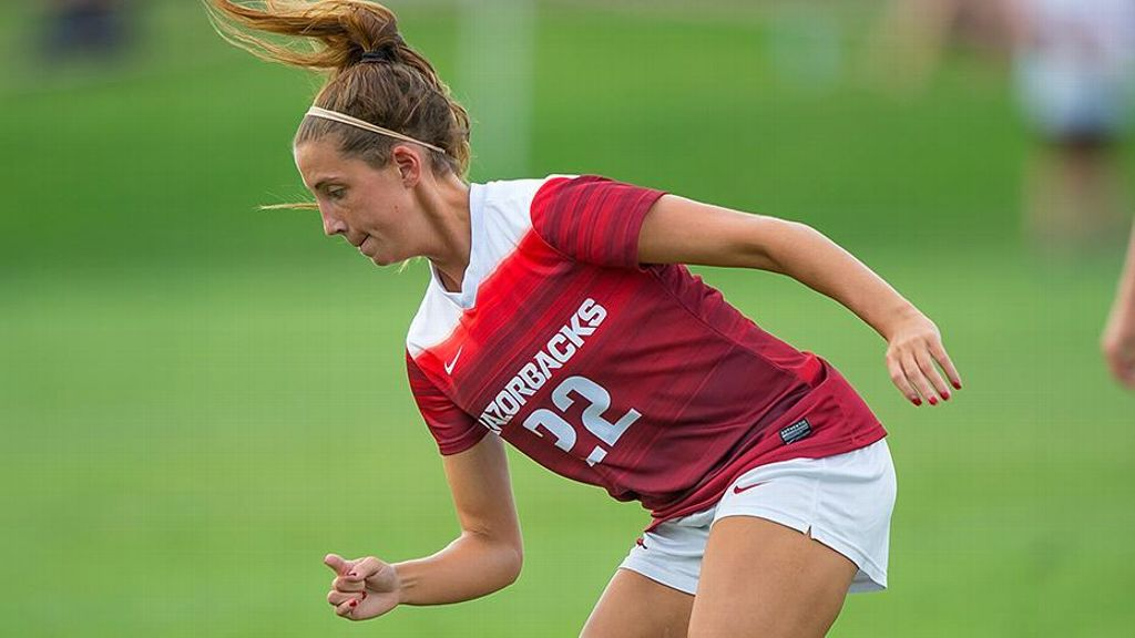 No. 12 Arkansas holds off Georgia 2-1