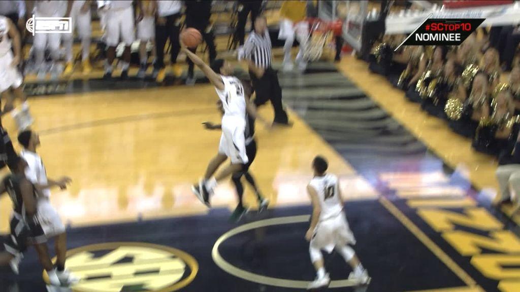Barnett throws down monster dunk