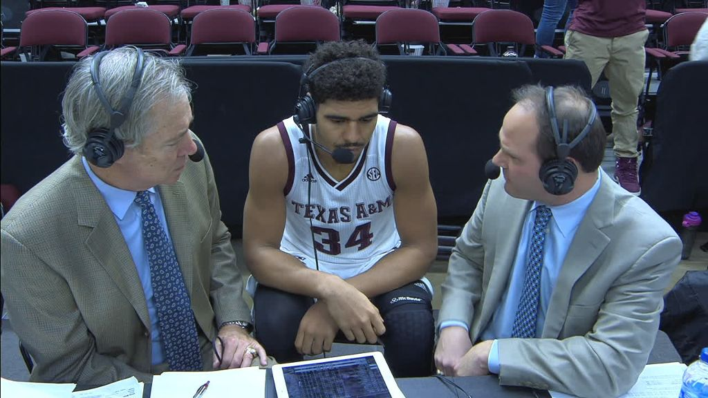 Davis and the Aggies pull away in the second half