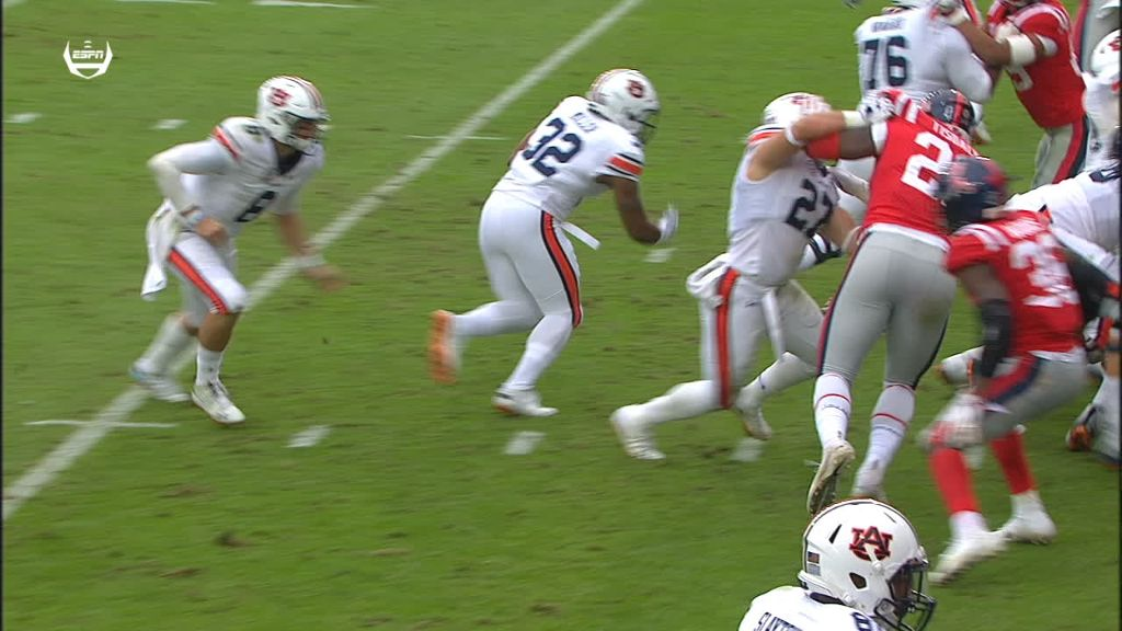 Auburn RB powers in for 1-yard TD