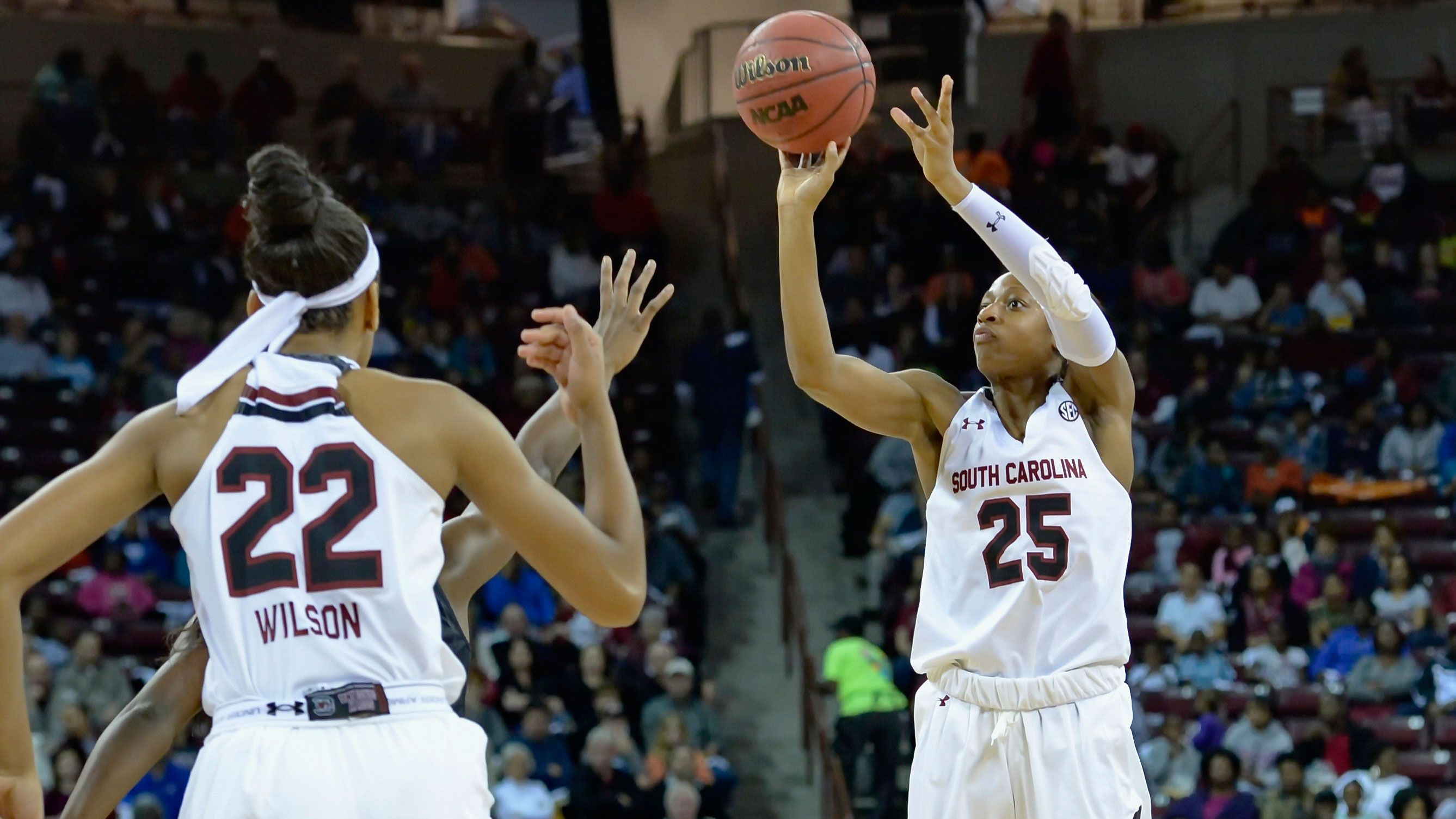 No. 1 South Carolina stops Wisconsin at Junkanoo Jam