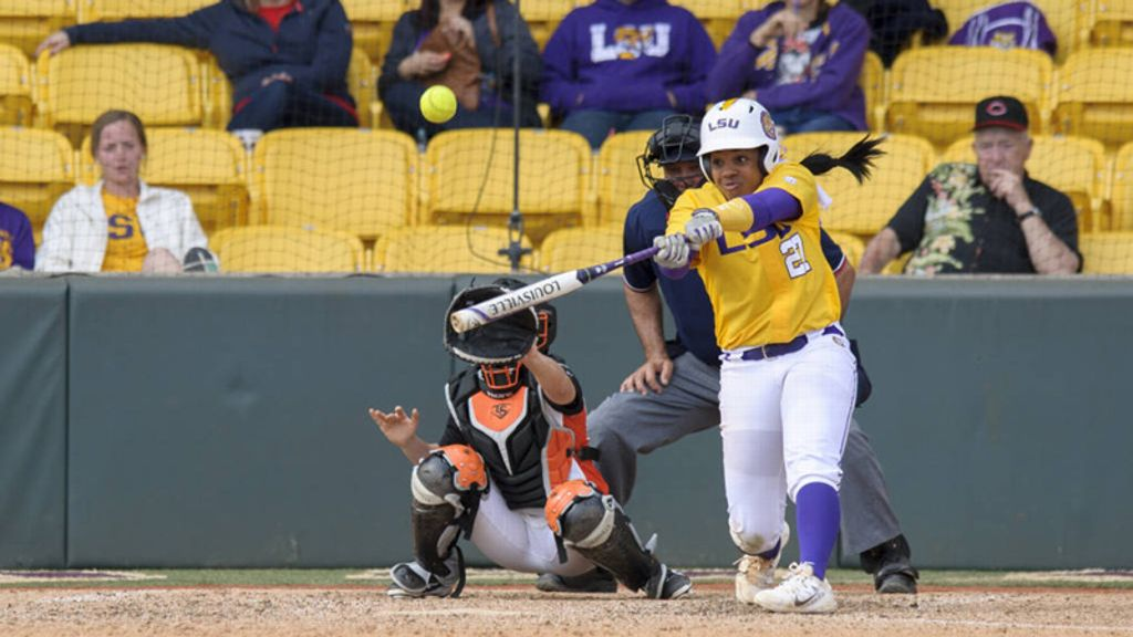 No. 3 LSU bounces back to top Pacific 10-1