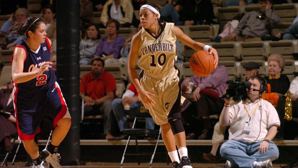 SEC Women's Legends Spotlight: Dee Davis