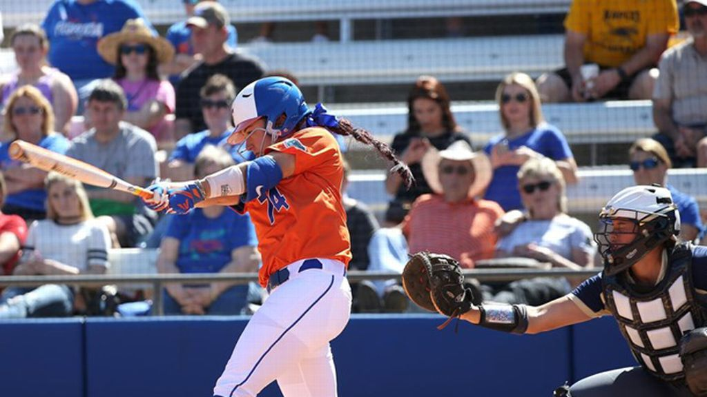 No. 3 Gators grab a pair of wins