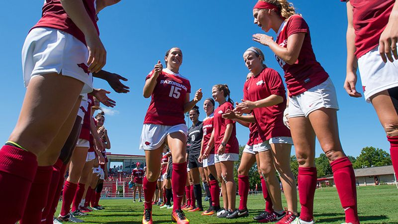 Quick strikes lead Arkansas to shutout
