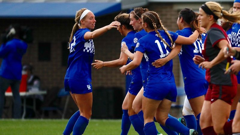 UK slips to Loyola-Chicago 5-2