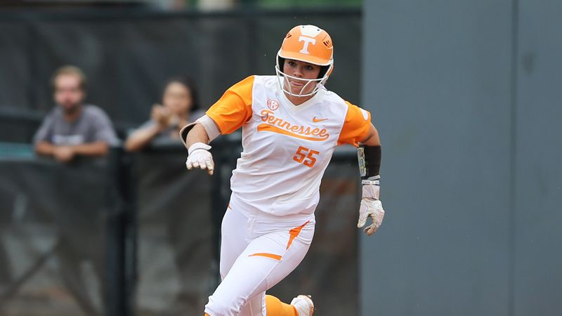 No. 10 Tennessee squeaks by Marshall 5-4