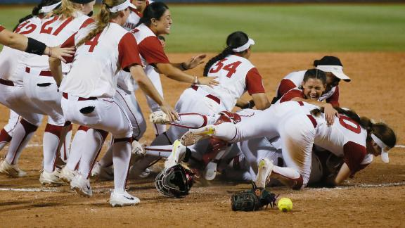 Oklahoma defends softball title with 5-4 win over Florida