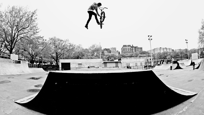 /photo/2010/1112/as_bmx_seatgrabnac_800.jpg