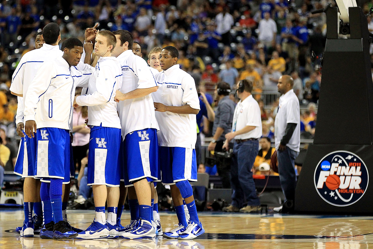 Kentucky Wildcats huddle