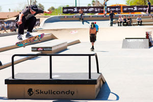 Elijah Berle hucks an impossible over the bar during the Phoenix Am contest.