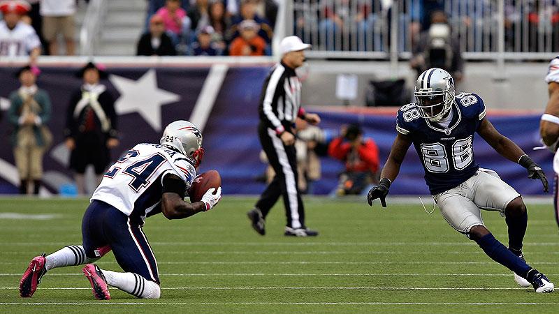 Arrington picks off Romo