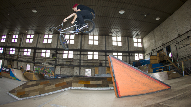 /photo/2011/1107/as_bmx_cody8_800.jpg