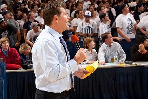 Geno Auriemma works the crowd, and they love every minute of it.