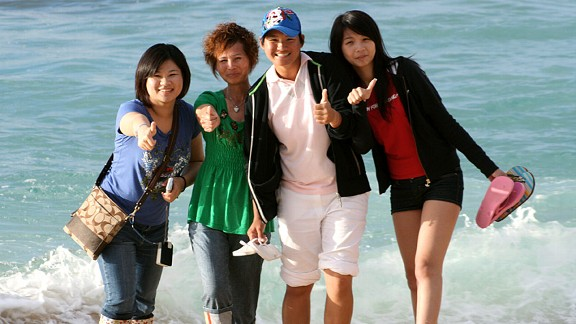 Yani Tseng and her family enjoy some time at the beach during tournament week in Hawaii in 2008. From left, cousin Tiffany Tseng, mom Yu-Yun Yang, Yani, and sister Kiki Yang.
