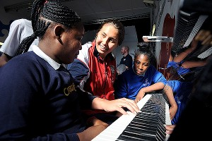 Annika Dries and her teammates visited a kid's club in London. Dries, a talented pianist, played Adele's Rolling in the Deep for the kids.