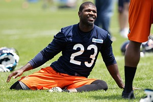 Skinny legs. Small calves. How did Bears wide receiver Devin Hester get so fast, anyway?