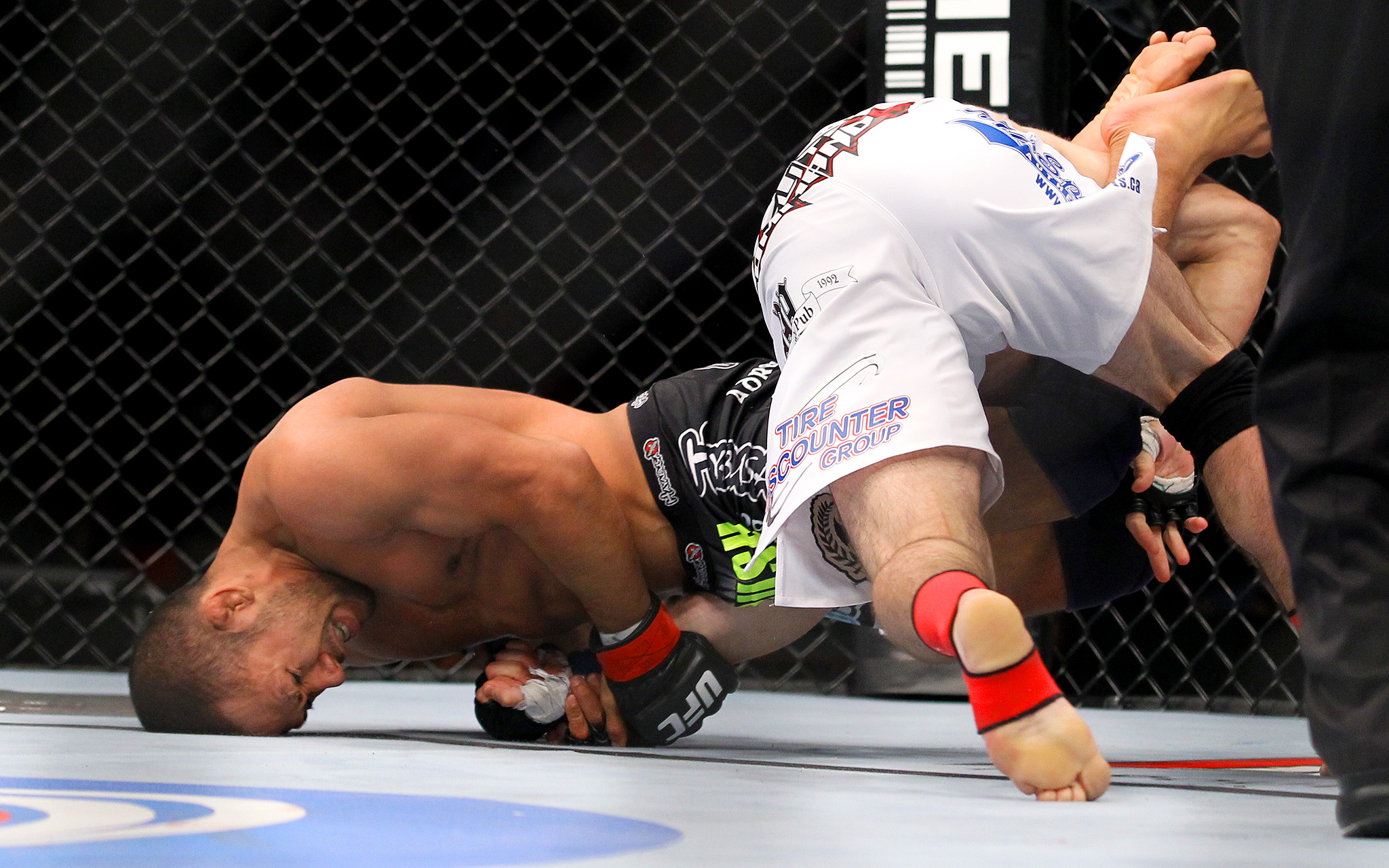 UFC 178 staredowns: Connor McGregor vs Dustin Poirier, Donald Cerrone ...