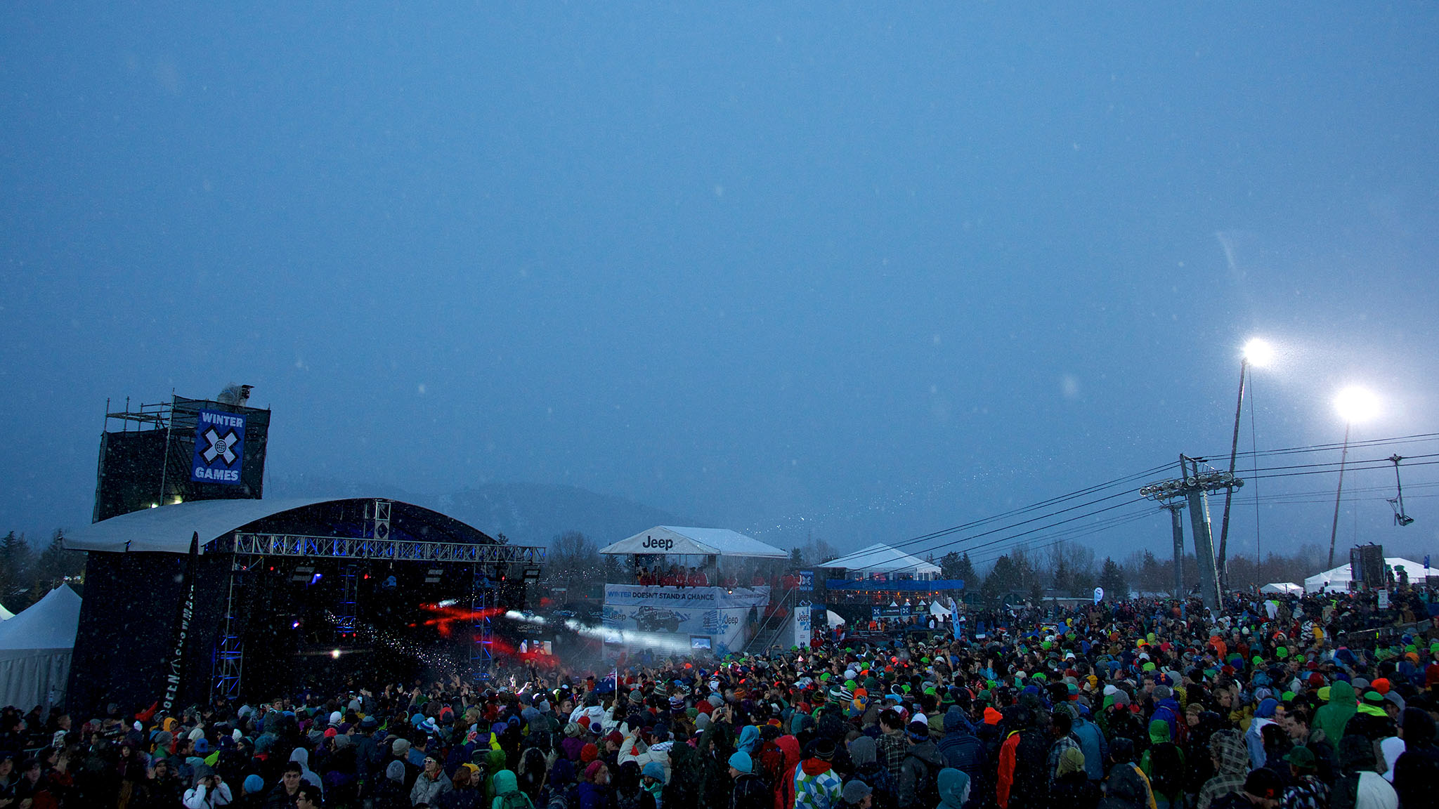 It was cold, and it was snowing, but that didn't stop concert-goers from shaking it in the snow at the Calvin Harris performance at Buttermilk Mountain.