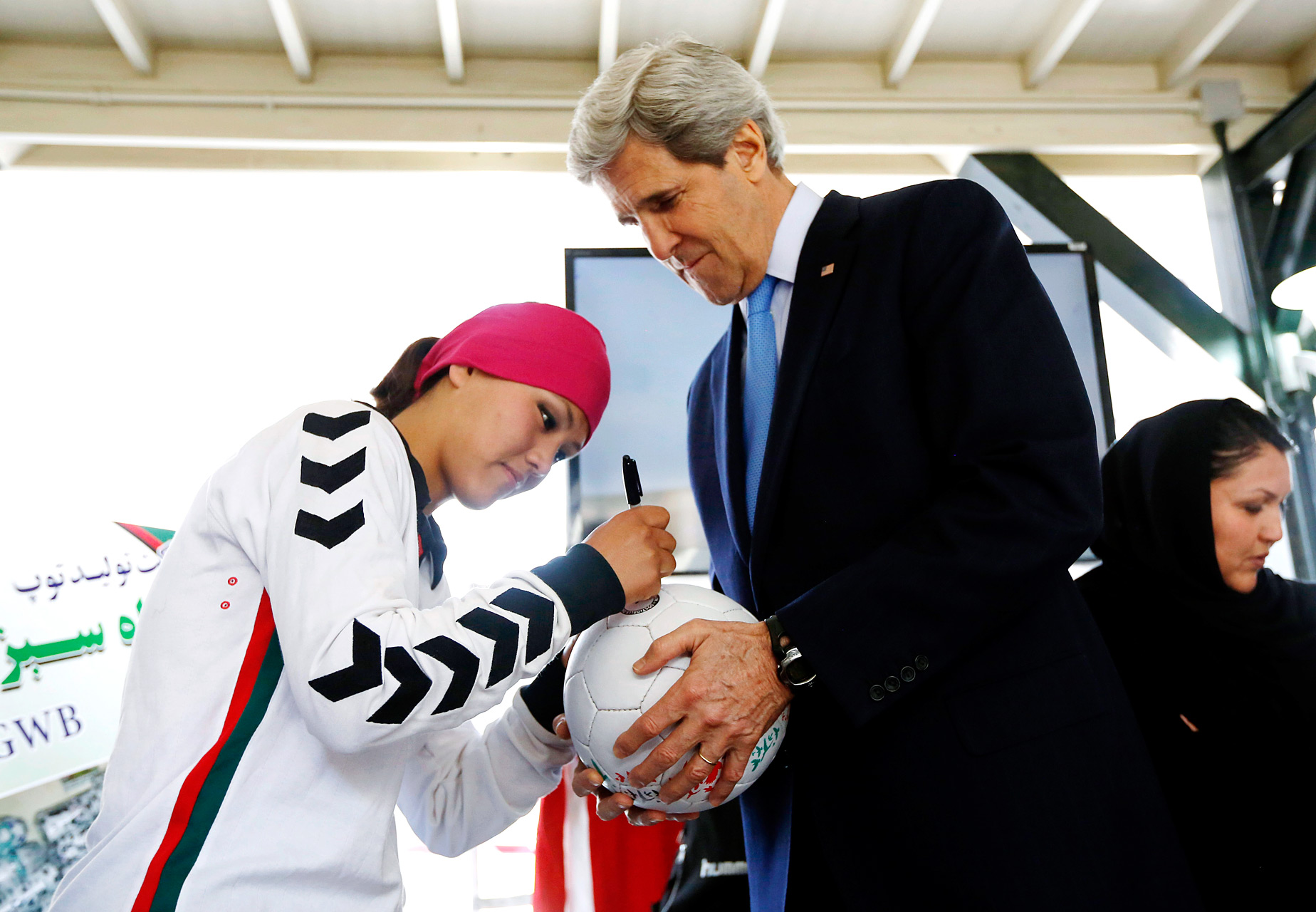 Zahra Mahmoodi and John Kerry