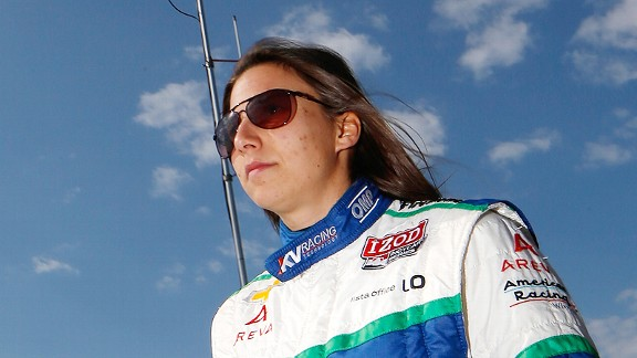 Simona de Silvestro knows how to retaliate if she's cut off in traffic, so watch out.