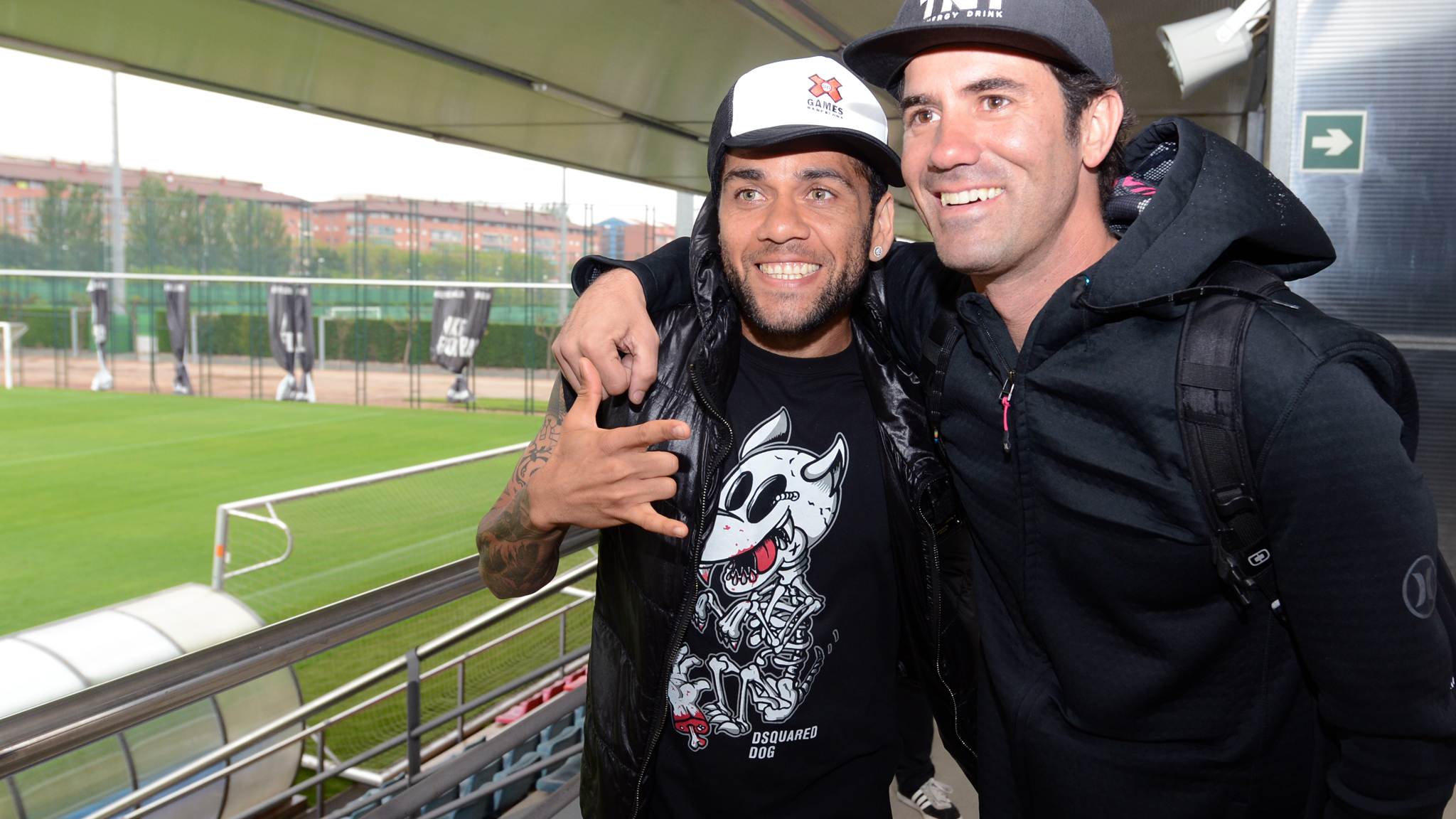 Dani Alves, Bob Burnquist