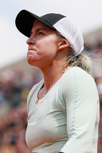 Bethanie Mattek-Sands took a timeout as she was leading in the first set but wasn't the same player when she returned to the court.