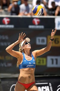 Kerri Walsh Jennings says she will aim to play in the 2016 Rio Olympics.