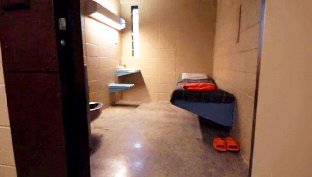 Screen shot of Joe's jail cell.