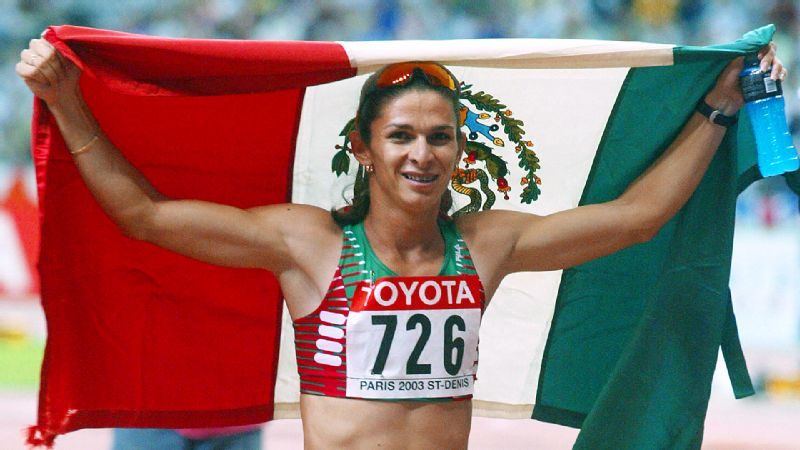 Ana Guevara celebrates after winning the 400 meters at the 2003 world championship in Paris.