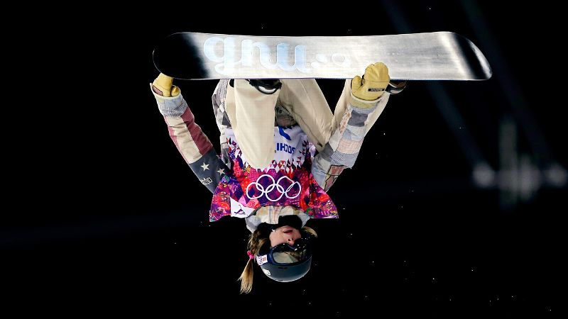 Despite difficult conditions, U.S. snowboarder Kaitlyn Farrington was able to the halfpipe gold medal.