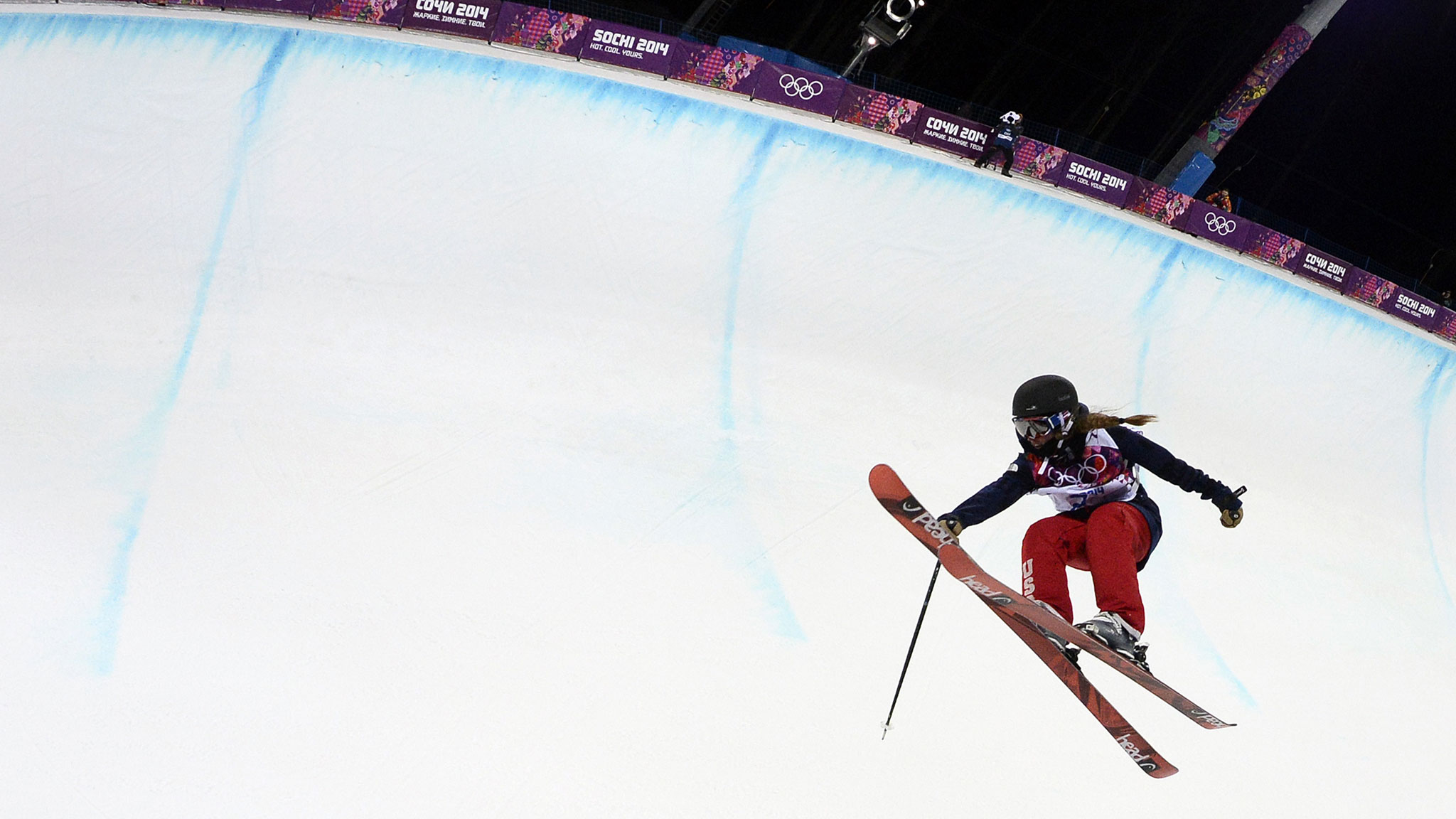 American Maddie Bowman clinched gold in the first women's ski halfpipe at the Olympics.