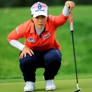 Se Ri Pak showed no signs of pressure Friday, shooting a 2-under-par 70 to tie Lexi Thompson atop the leaderboard.