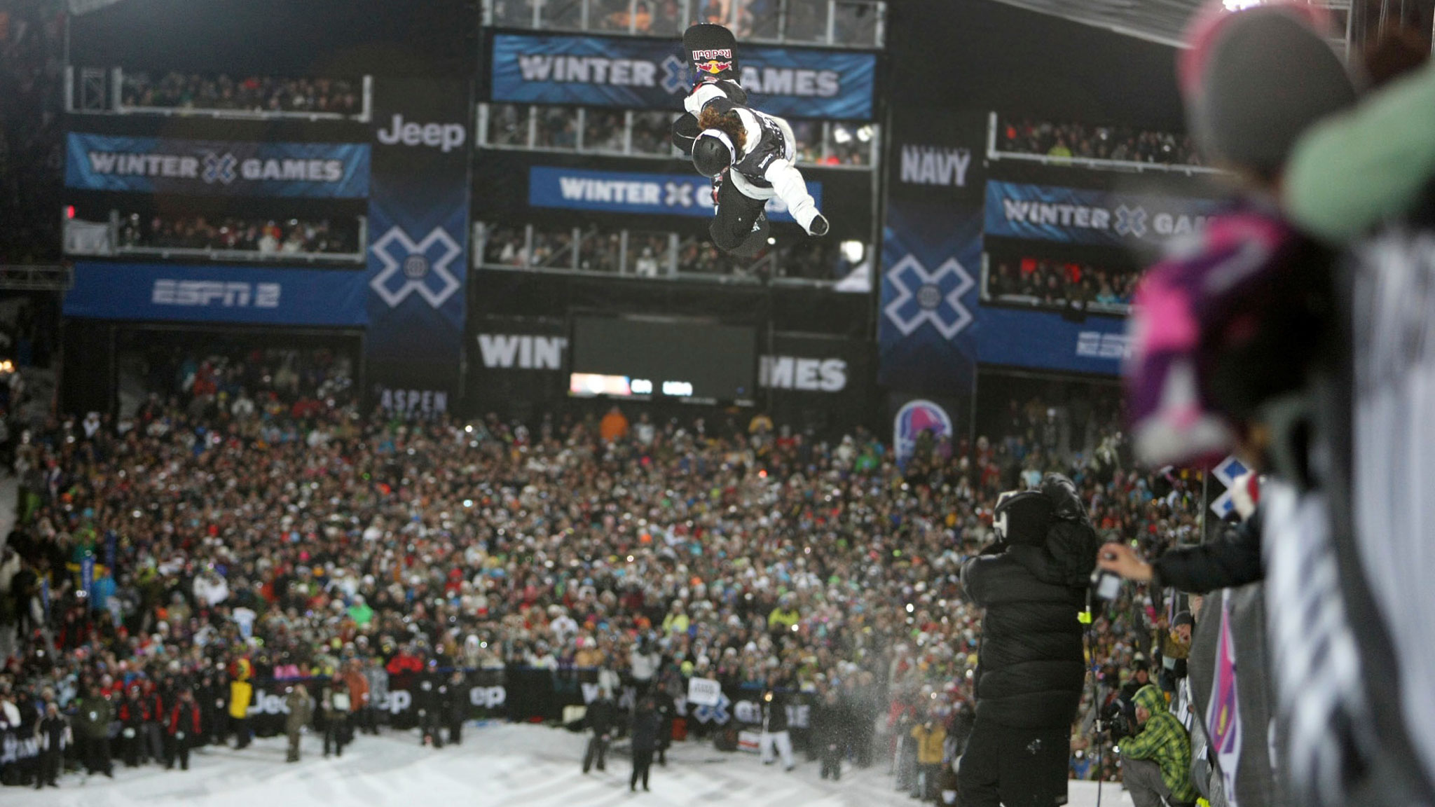 Shaun White on his way to a record three-peat in Snowboard SuperPipe at X Games Aspen in 2010.