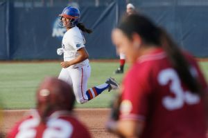 After Alabama took a 1-0 lead in the first inning, Stephanie Tofft took Jaclyn Traina deep in the bottom of the inning to send Florida on its way.